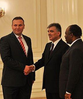 Karmod è stato invitato al palazzo presidenziale